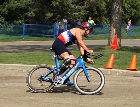 En route pour les Jeux Olympiques ! Médiaperformances soutient Brice Marmonnier, vice champion de France de para-triathlon.